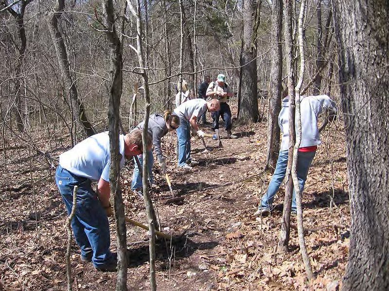 Missouri: Volunteers on White River Valley Trail