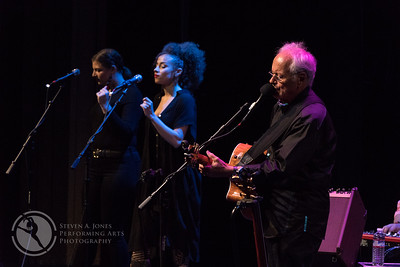 Left to right: Sally Rose, Virginia Garcia Alves, and Jesse Colin Young