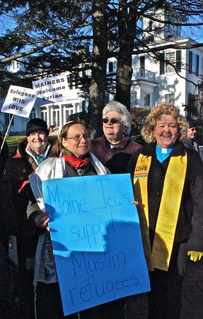 15.11.25 Welcome Syrian Refugees to Maine Vigil in front of Blaine House