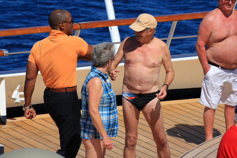 who would wear that swimsuit in public..... no wonder why Anthony the Cruise Director doesn't want to shake hands with him.. yikes