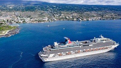Carnival Splendor outside Kailua-Kona, Hawaii