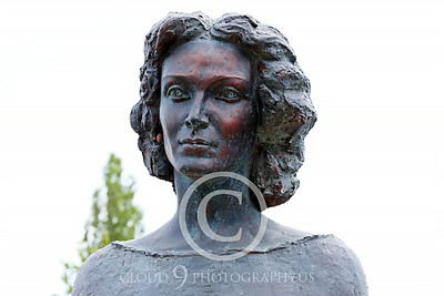 STY-CMT 00002 A well done bust honoring Romanian folk singer Centenar Maria Tanase, statue picture by Peter J Mancus