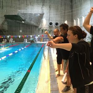 Ivrig heiagjeng når Ole svømmer 1500 fri