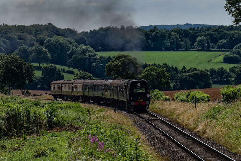 """34081 """"92 Squadron"""" with load 8, at Wanders Crossing with the 15:20 Alresford - Alton, <br /> non-stop special working, on 7th July 2017."""