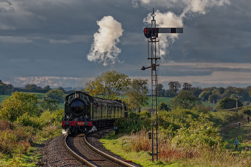 4270 top & tailed with 92212, approaching Ropley Up Outer Home signal, <br /> with the 15:55 Alresford - Alton, on 25th October 2014.