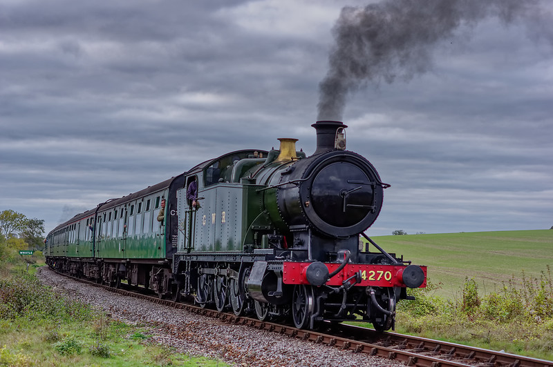4270 at Northside Lane, with the 15:55 Alresford - Alton, on 26th October 2014.