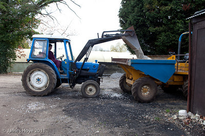 Loading 4 to 5 tons of ballast into the dumper - for spreading by hand