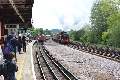 5521 leads Sarah Siddons through Northwick Park