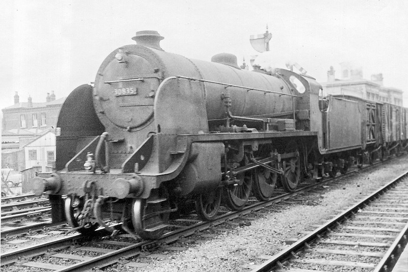 19th Feb 63: 30835 runs on the Up Through line at Reading General on it's way to the Southern