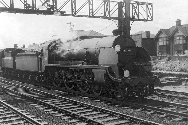9th Aug 62: 30798 'Sir Hectimere' at Eastleigh