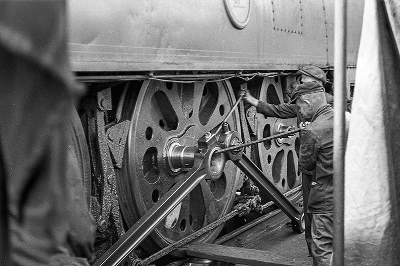 August 1963:  On Weymouth shed 34049 'Anti Aircraft Comand' has a problem with the front driver's axle boxes.  The crewe are in the proces of removing the couling rods