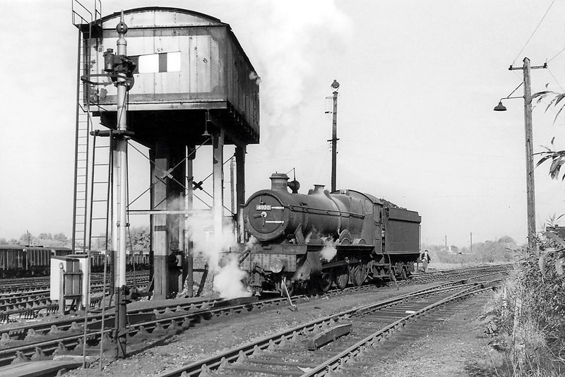 Sept 1964:  The now preserved 4920 Dumbleton Hall at Westbury.  Note the short ATC test ramps