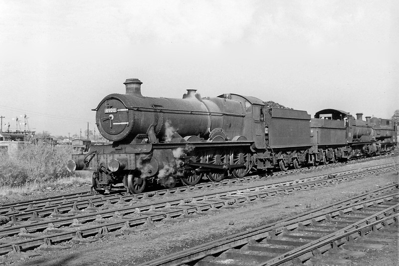 19th Sep 64: 4920 Dumbleton Hall shunts some recently withdran locos that are now devoid of their coupling rods at Westbury