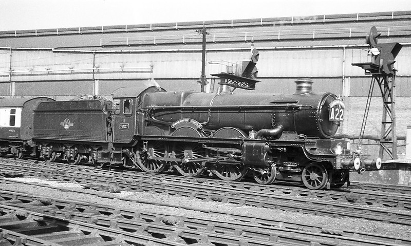 """Aug '1963:  7024 """"Thornbury Castle"""" enters Paddington with the """"Cathedrals Express"""""""
