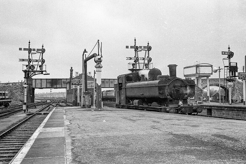 January 1965:  3669 awaiting the road in Platform 3 at Westbury