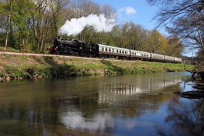 46521 1402 Totnes to Buckfastleigh at Hood Bridge on the 19th April 2014