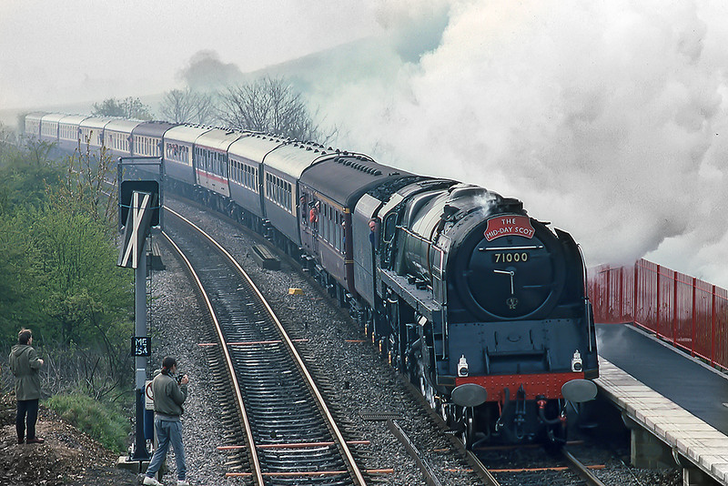 4th Apr 1990:  On a rather misty morning  71000 'Duke odfGloucester' is pounding up the grade through Saunderton. The  Mid Day Scot headboard is a little missleading as it was working to Stratford on Avonas far as I know.