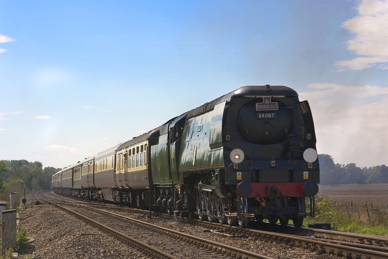 8th Sep 05::  34067 Tangmere, 1Z83, VSOE 'Northern Belle' from Victoria to Victoria.  Entering the loop for a water stop