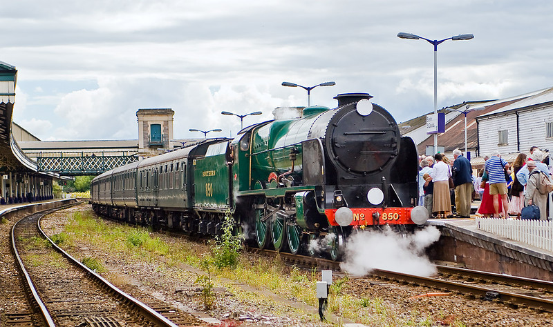 8th Jul 07:  Nellie takes a well earned breather prior to moving to the sidings