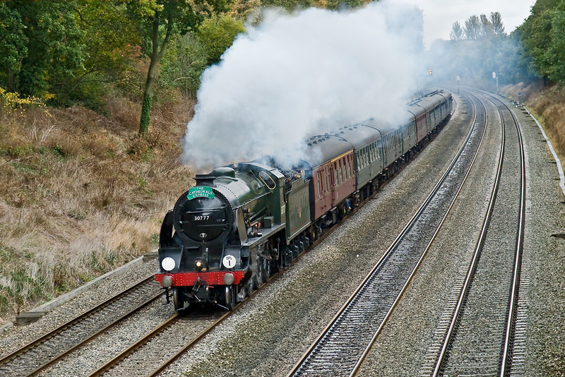 15th Oct 08:  Southern Railway N15 class 4-6-0 30777 'Sir Lamiel' Sweeps into the Sonning Cutting working todays Cathedrals Express from Victoria to Stratford upon Avon.  Shot setting were 1/500 @ f4.5 -2/3 stop. ISO 800