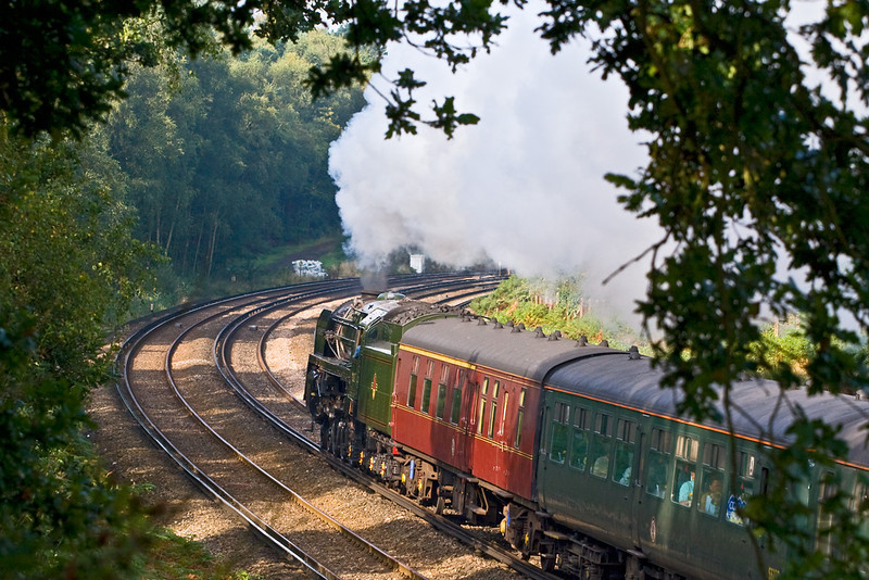 14th Sep 08: 70013 rounds the curve through Pirbright.
