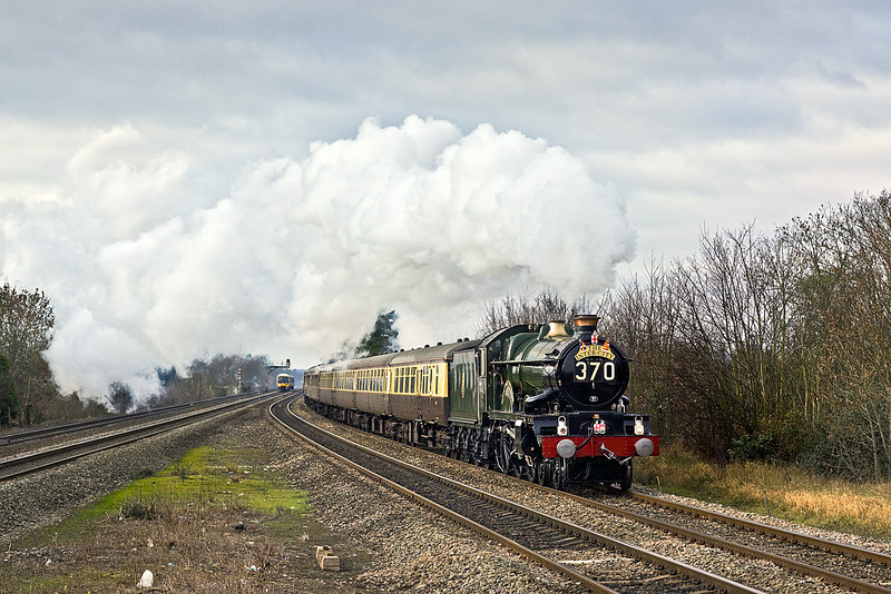 """11th Dec 10:  Going nicely through Taplow is GWR Castle Class 4-6-0   5043 """"Earl of Mount Edgecumbe.  The special was run to Paddington from Birminghan Moor Street station as part of Chiltern Trains celebration of the opening of this station for their passenger service use"""