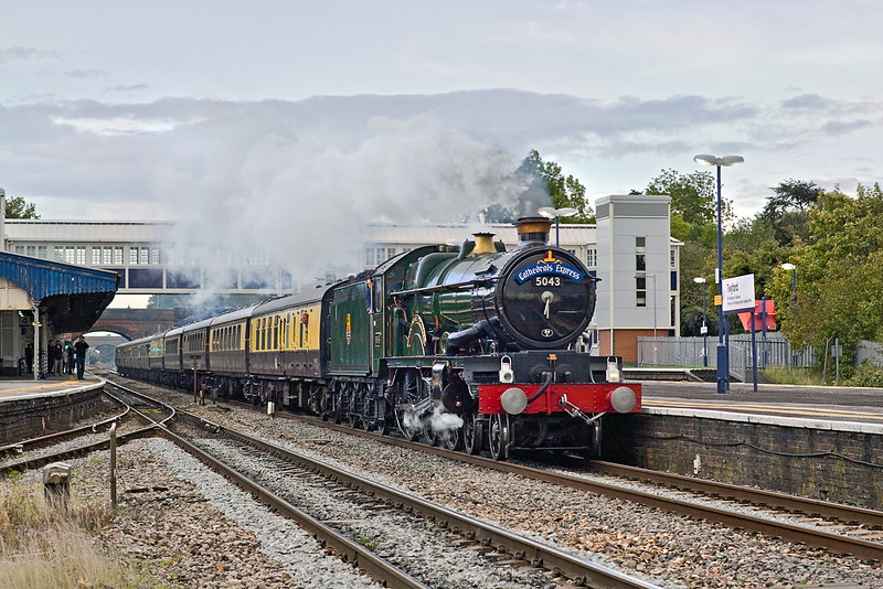 """17th Sep 11:  On the Cathedrals Express return leg to Tyseley, 5043 """"Earl of Mount Edgcumbe"""" observes the slack through Twyford Station."""