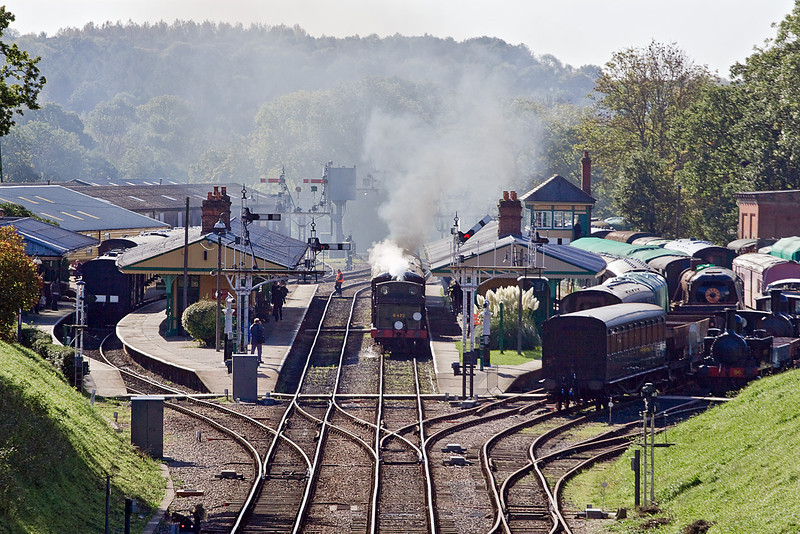 17th Oct 10:  B473 arriving in Platform 2 at Horsted Keynes with the Pullman dining special