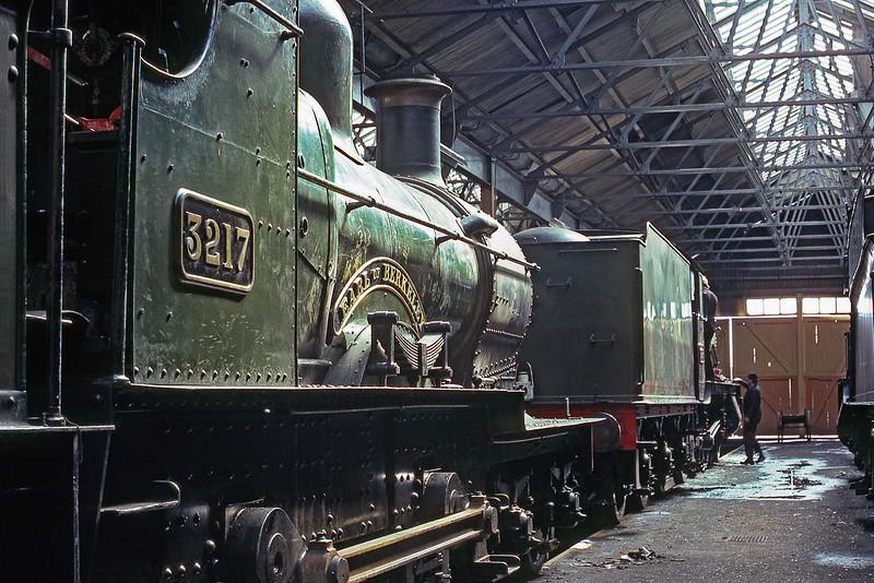 "30th Mar 86: Dukedog 4-4-0 3217 ""Earl of Berkley"" on shed at Didcot"
