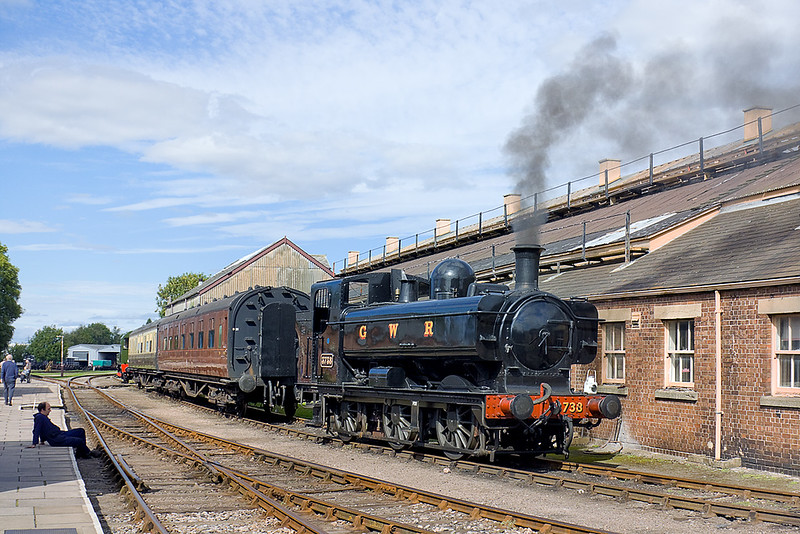 18th Sep 10: The fireman sits in the shade, as with the 'blower' on, 3738 peps up the fire