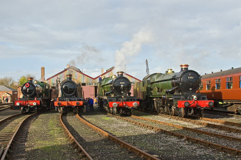 8th Nov 08:  Didcot line up 4965, 5322 in War Department livery, 5043 & 5051