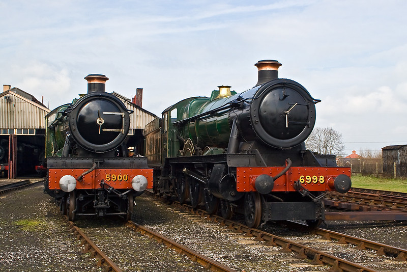 15th Mar 08: The two resident Halls line up waiting to be joined by 4965
