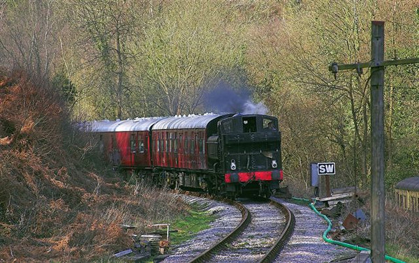 2nd April 06:  9681 eases round the sharpe bend into Norchard