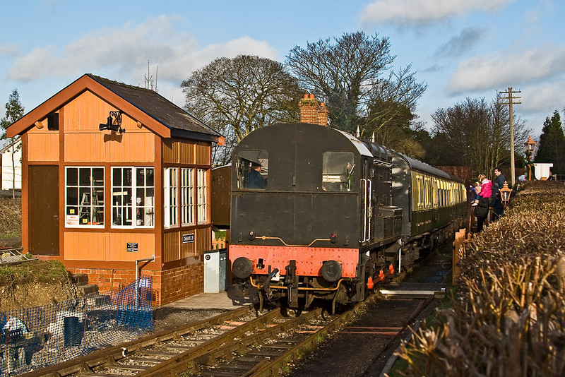 29th Dec 07:  29th Dec:  13018 indulges in a spot of shunting at Chinnor