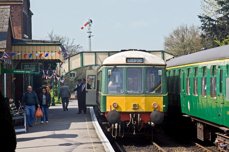19th Apr 09: Class 122 Railcar pauses at Ropley