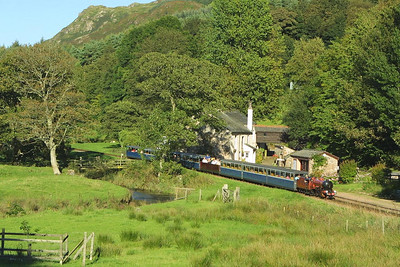 Ravenglass & Eskdale Railway loco 'River Mite' passes Muncaster Mill on 08/09/2004 with the 1650 Eskdale (Dalegarth)-Ravenglass service.