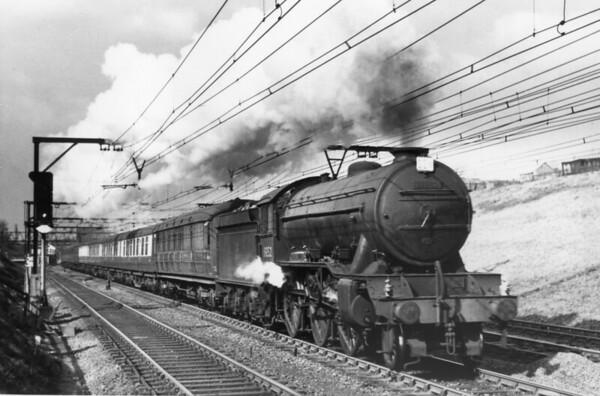 61852 near Fairfield April 1954 Gresley K3