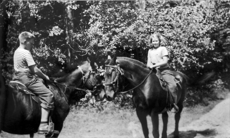 DSCN2471 Richard (Dick) & Marilyn Stebbins Roaring Brook 1945