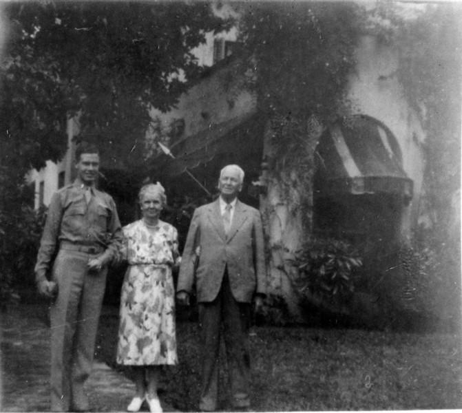 DSCN2623 Lt Jack  Jones & Anna B & Arthur Stebbins Coral Gables Fl Dec 25 1942