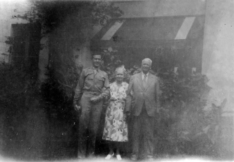 Lt Jack Jones & Anna B & Arthur Stebbins 25 Dec 1942