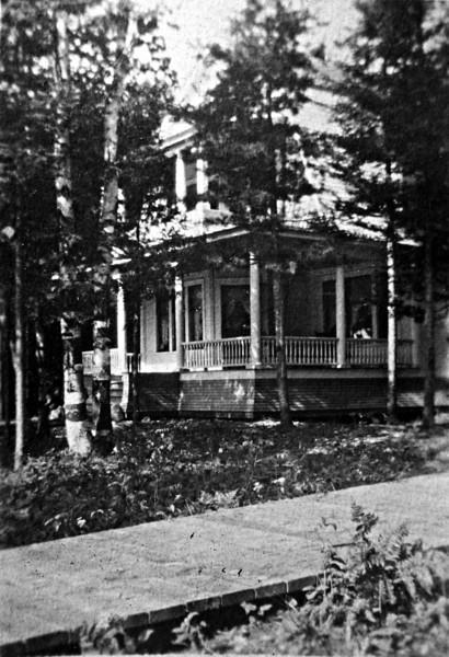 Stebbins cottage Roaring Brook about 1912-sharpened