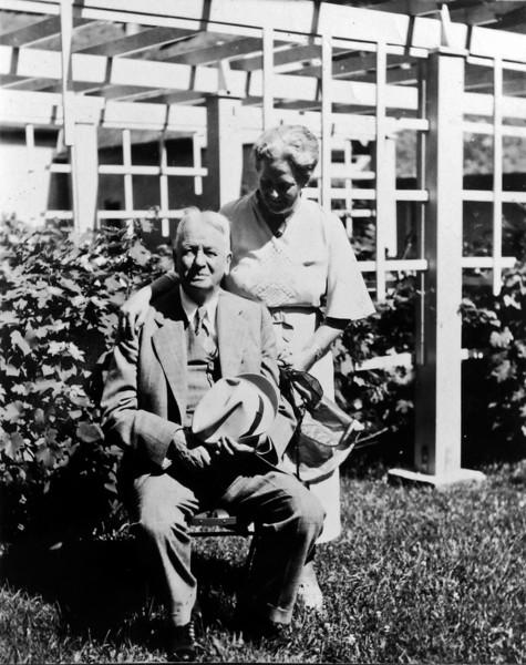 DSCN3095 Arthur C & Marie Stebbins (I believe)