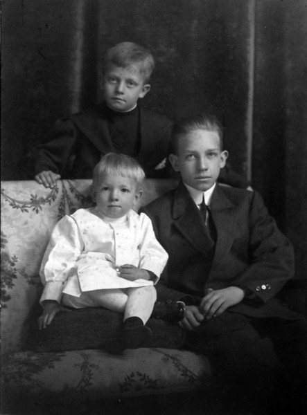 DSCN3185 Francis Burgoyne, Charles Rowland, & George Arthur Stebbins taken January 1910 Lansing Michigan