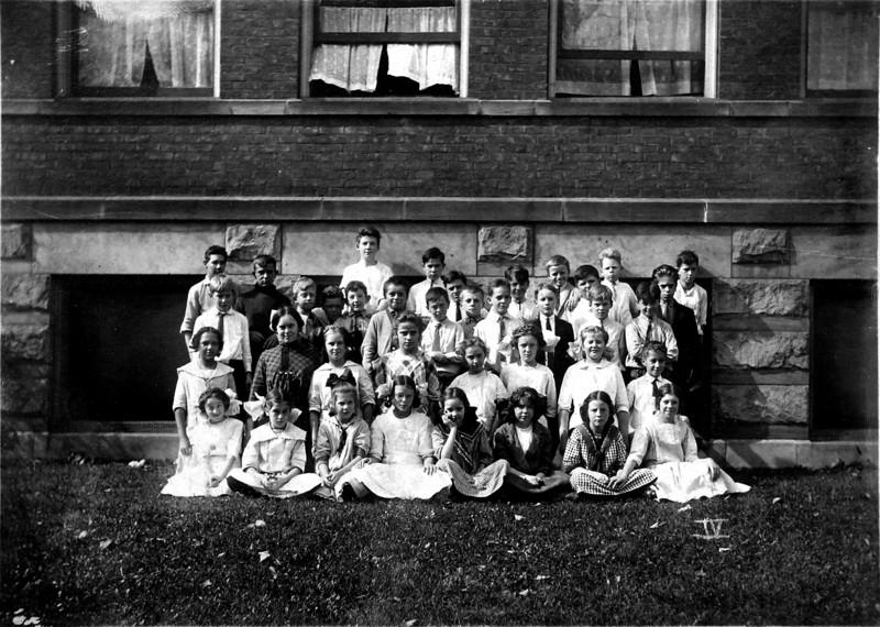 DSCN3236 C Rowland Stebbins last row, third from left 5th & 6th grade Townsend Street School October 1913