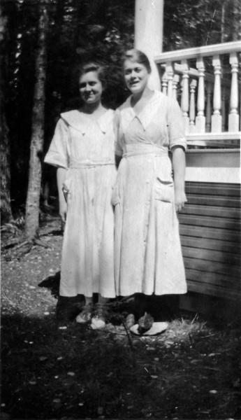 DSCN3363 Rhea & Esther cooks at Roaring Brook 1919