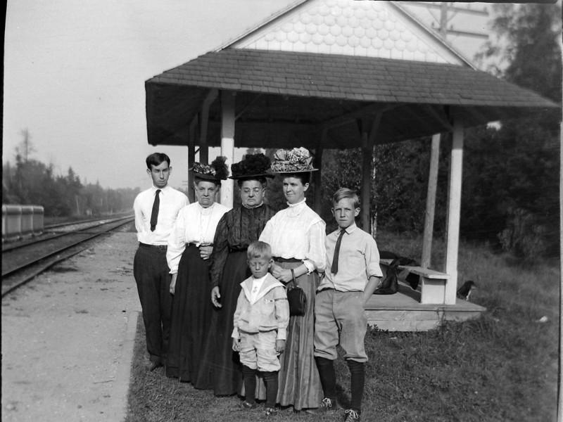 acm 68 Cortland-Aunt Currie-Grandma Burgoyne-Anna B-Francis-Rowland Stebbins Roaring Brook Station