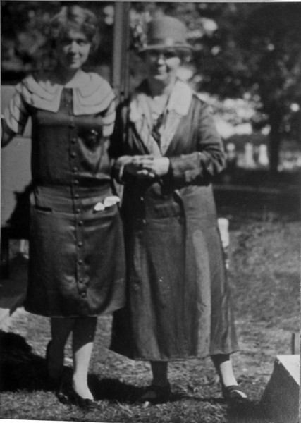 Anna B Stebbins & Betty Lindsay of Honolulu undated