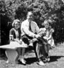 DSCN2908 Stowell Stebbins & 2 small girls on bench