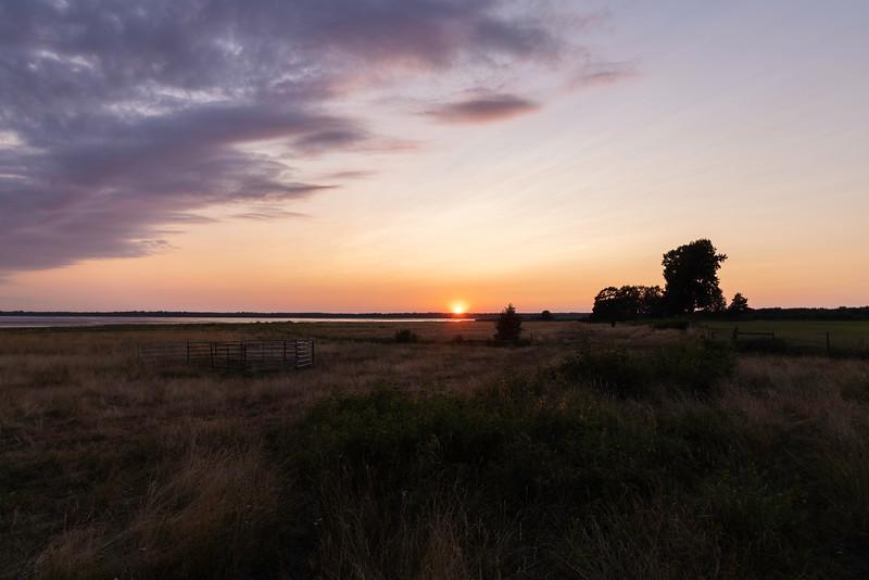Solnedgang, Feholmen<br /> Hornborgasjön, Sverige 24.7.2021<br /> Canon EOS R5 + RF24-105mm F4 L IS USM @ 24 mm