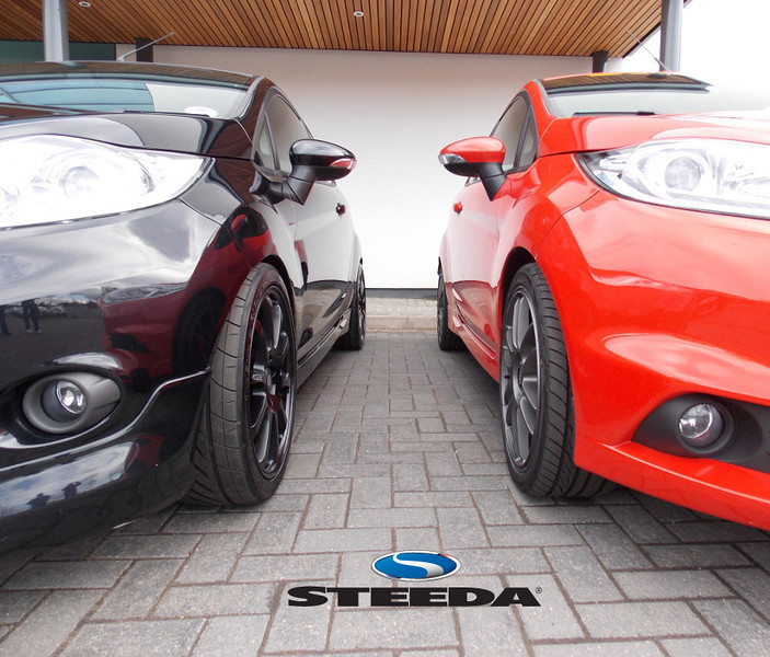 Here you can really see the height difference fittig the Steeda lowering springs to the Zetec S (Fiesta ST on stock suspension)